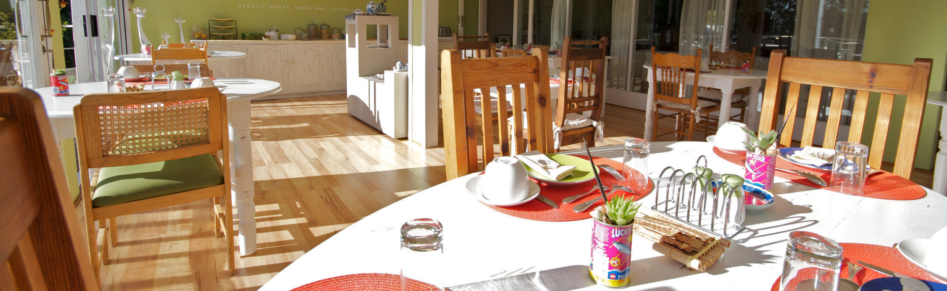 Stannards Guest House - enjoy the Breakfast Buffet